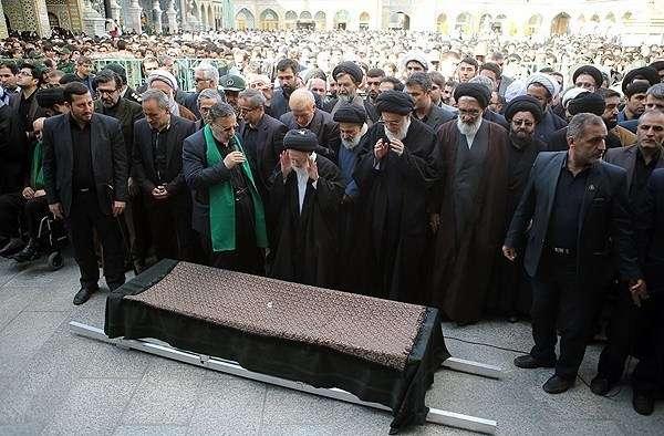 خواهر امام خامنهای در حرم حضرت فاطمه معصومه(س) آرام گرفت
